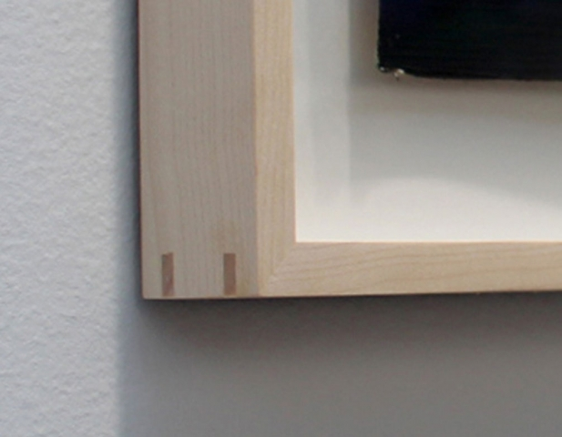 Pigeon frame angle in natural wood colors with uncrackable glue